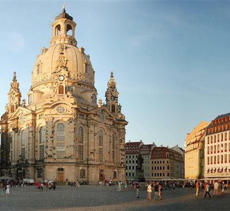 Panorama-Dresdner-Neumarkt-mit-Frauenkirche-a18275685